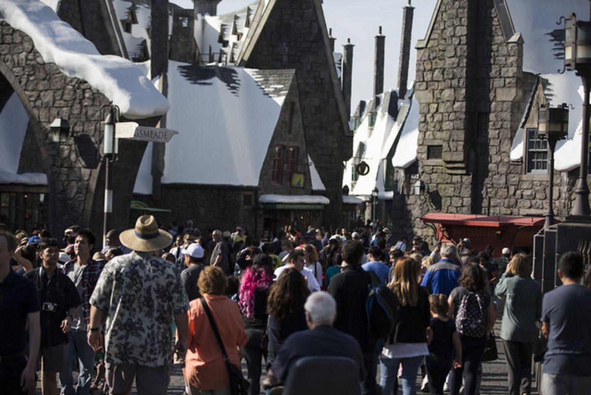 """Bilietai išparduoti į iškilmingą """"Universal's Wizarding World of Harry Potter"""" atidarymą"""